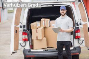 Verhuizers Breda laadt een wagen in